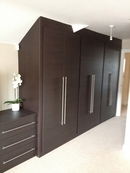 Contemporary-fitted-wardrobes-with-cross-grain-effect-Cheshunt-Hertfordshire-768×1024